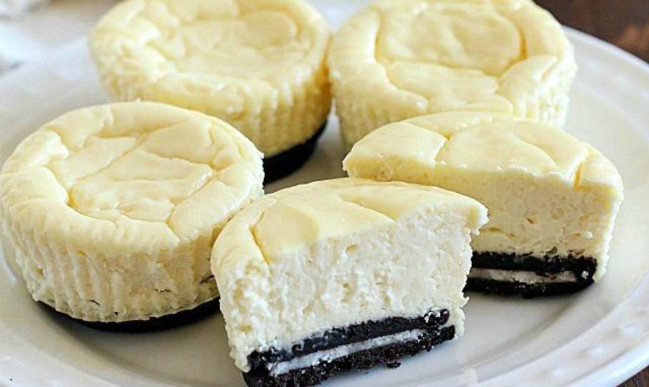 Lighter Mini Cheesecakes with Oreo Crust